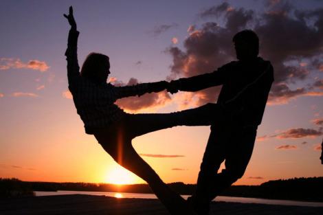 Танец Хастл - движение в импровизации (видео)