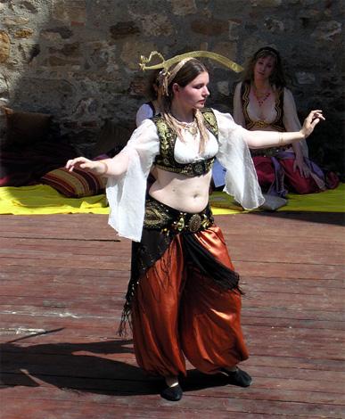 Танец живота (Belly Dance) с саблей (фото)